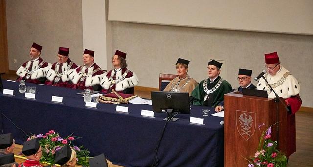 Władze wydziału podczas uroczystości inauguracyjnej