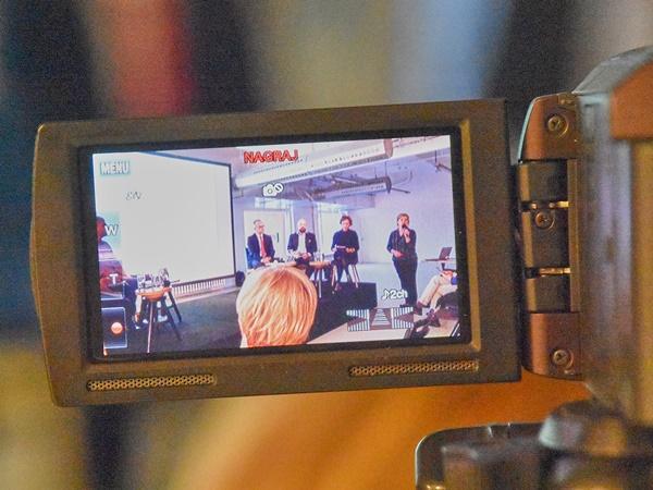 Uczestnicy debaty w obiektywie kamery