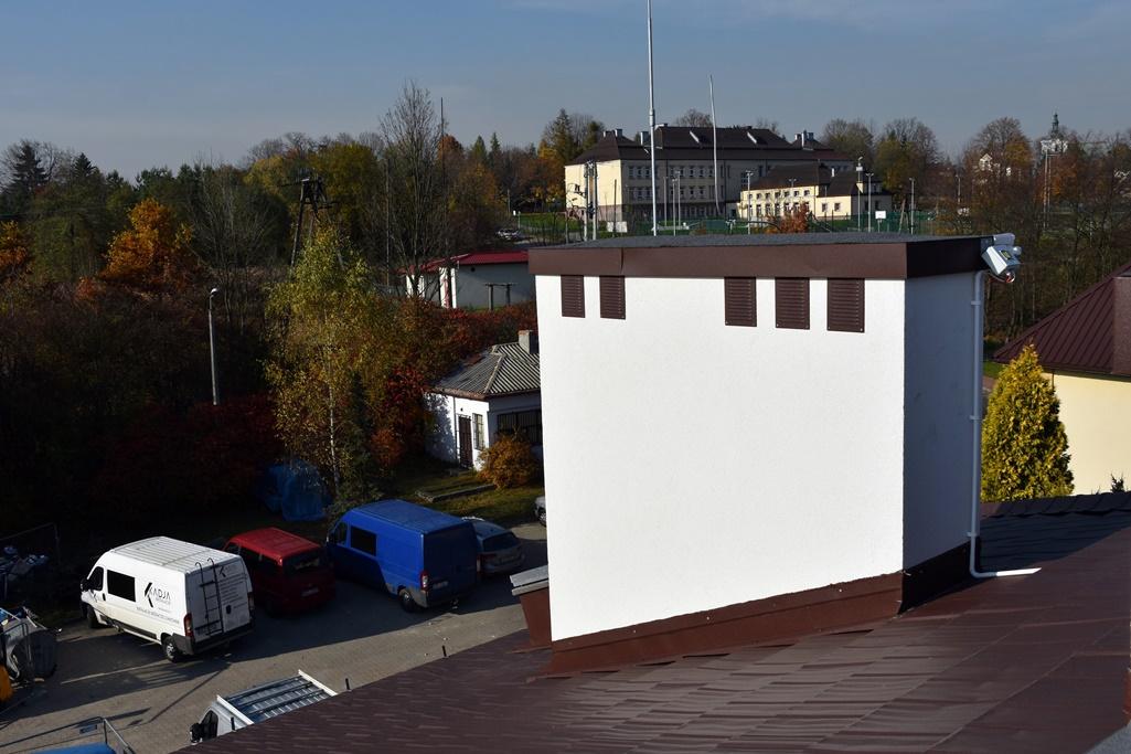 Widok z dachu ośrodka na nową dachówkę