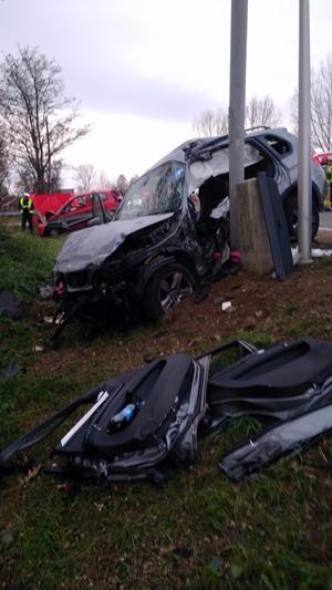 Zdjęcie jednego z samochodów po wypadku