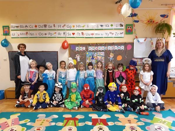 Wspólne zdjęcie grupy przedszkolnej