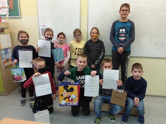 Na zdjęciu widoczna jedna z klas biorąca udział w konkursie językowym