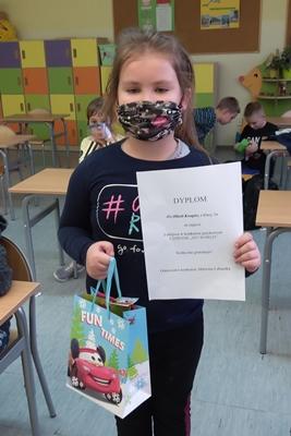 Na zdjęciu jedna z laureatek konkursu