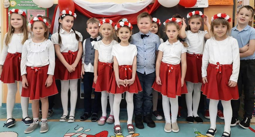 Na zdjęciu widoczne są dzieci z grupy