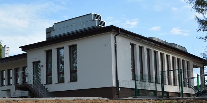 Na zdjęciu widoczny wyremontowany budynek na Michałowie z zewnątrz